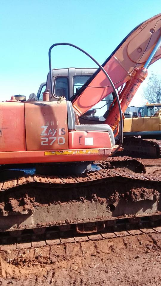 Stripping a Hitachi ZX270 for spares