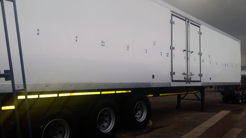 #1593 Used 2017 Paramount Tri-axle Dry freight Trailer